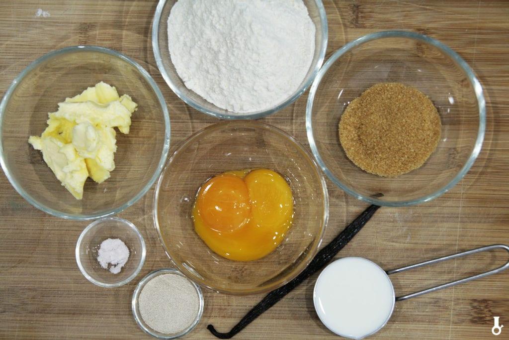 składniki na ciasto na makowiec z masą kajmakową i orzeszkami w karmelu