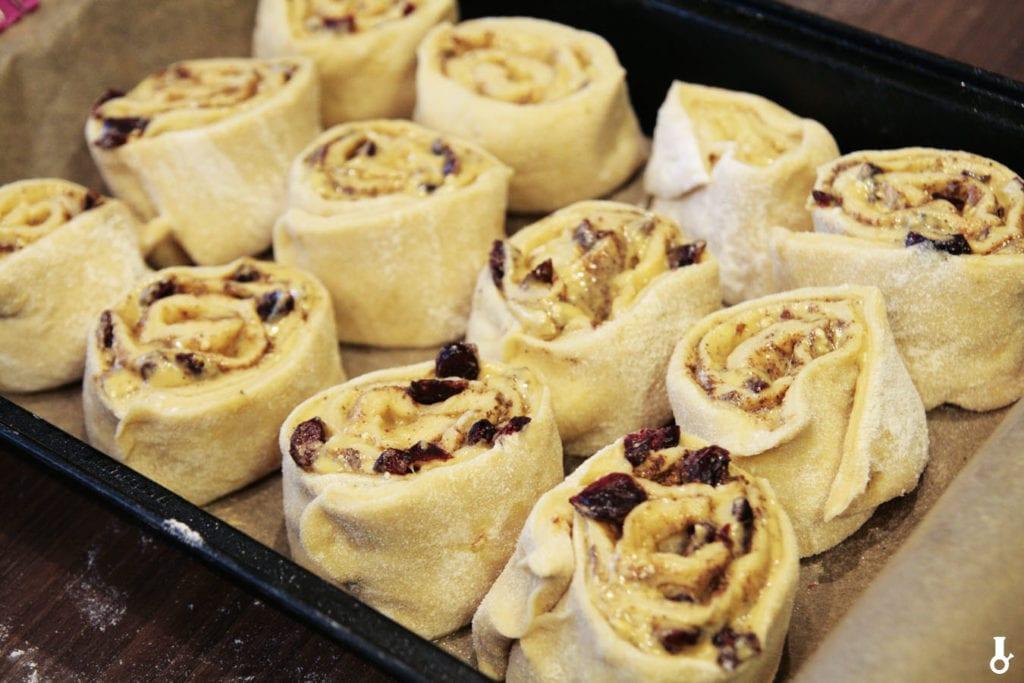 cinnamon rolls w formie