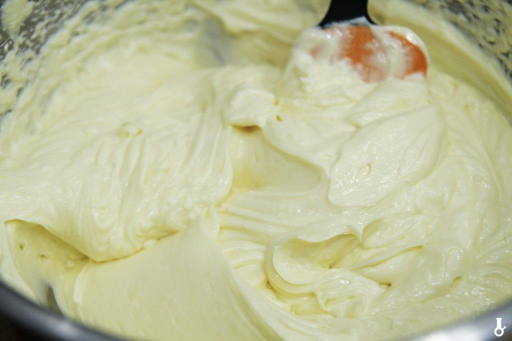 masa sernikowa przed dodaniem białek