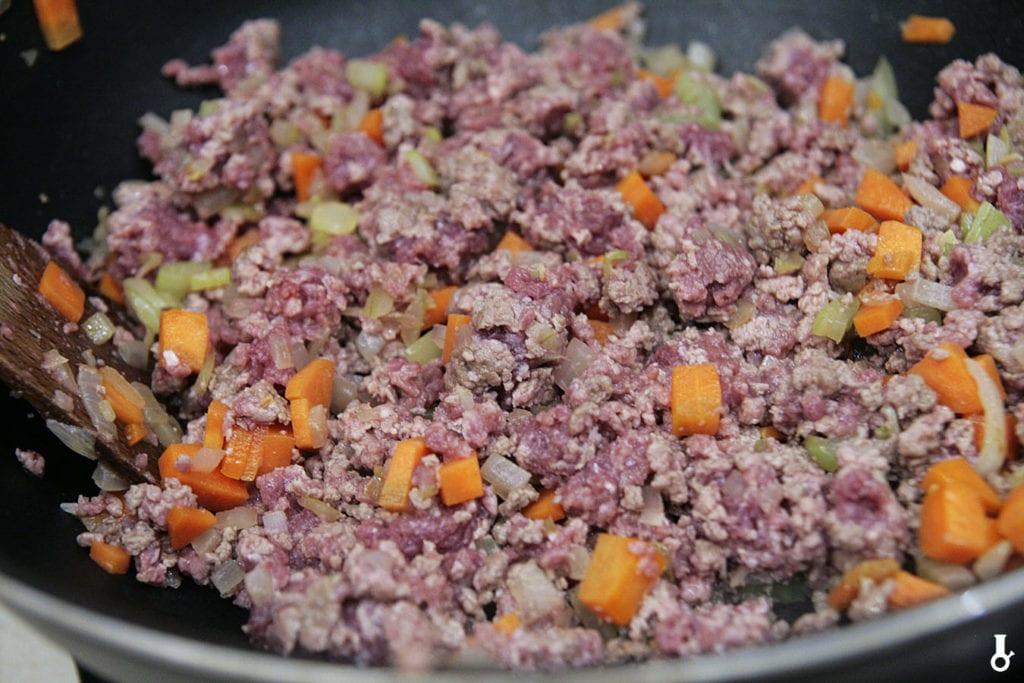 mięso dodane do warzyw