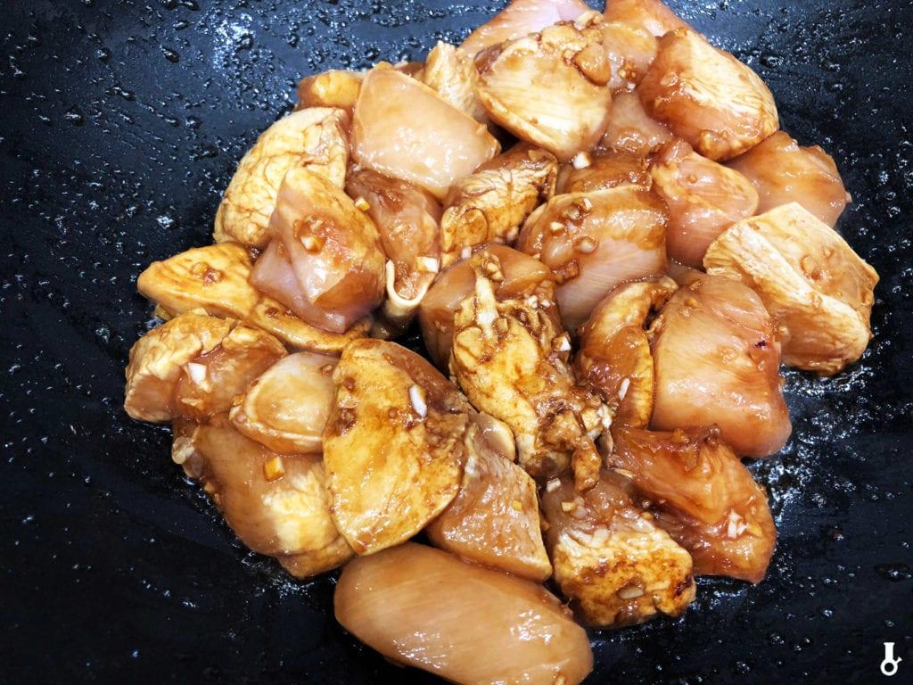 kawłki kurczaka w woku