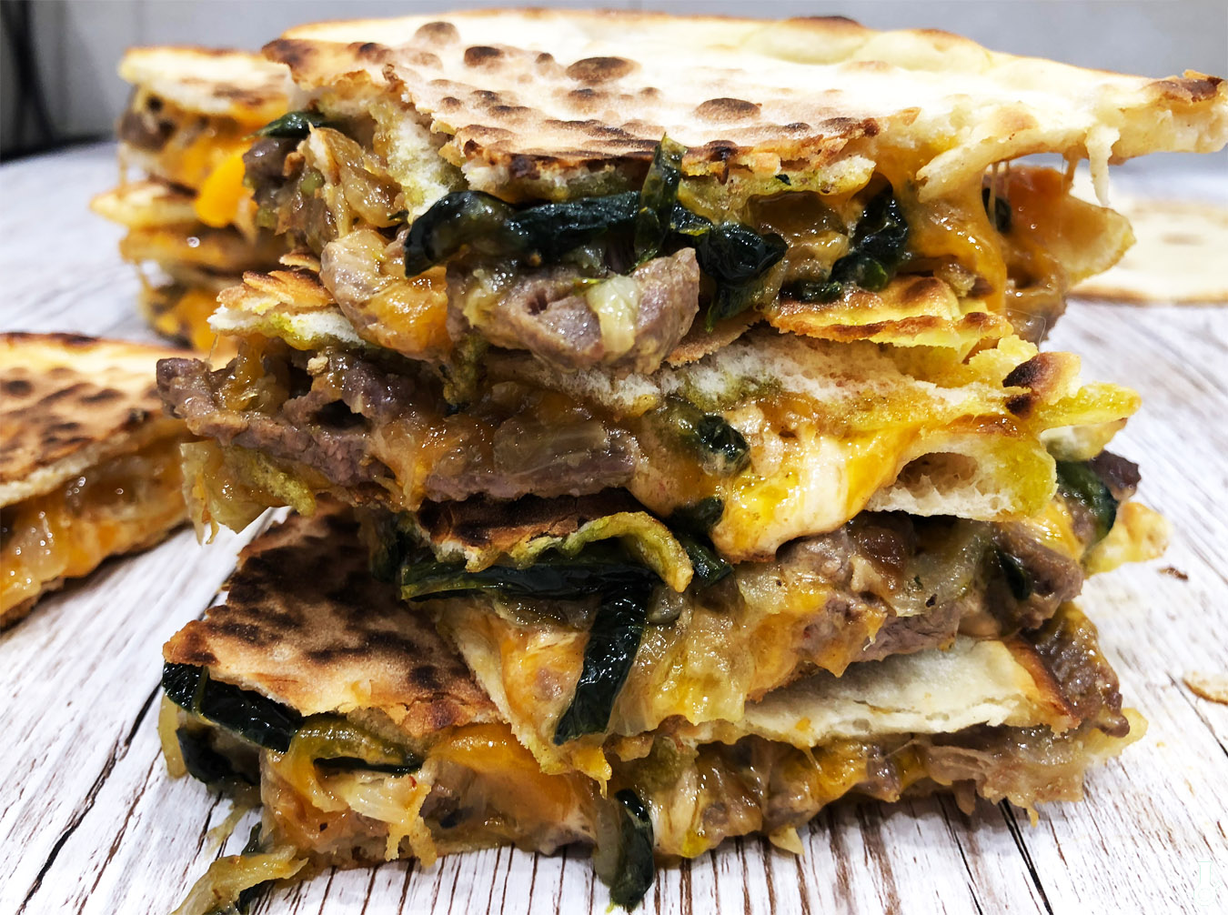 https://www.stonerchef.pl/wp-content/uploads/2018/04/zblizenie-na-quesadille-philly-cheese-steak.jpg