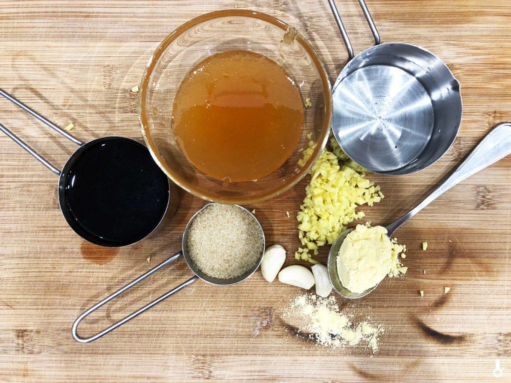 składniki na sos miodowo-czosnkowy