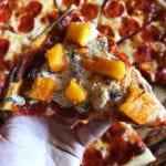 pizza pepperoni z kiszonezem, kimchi z ananasa i parmezanem