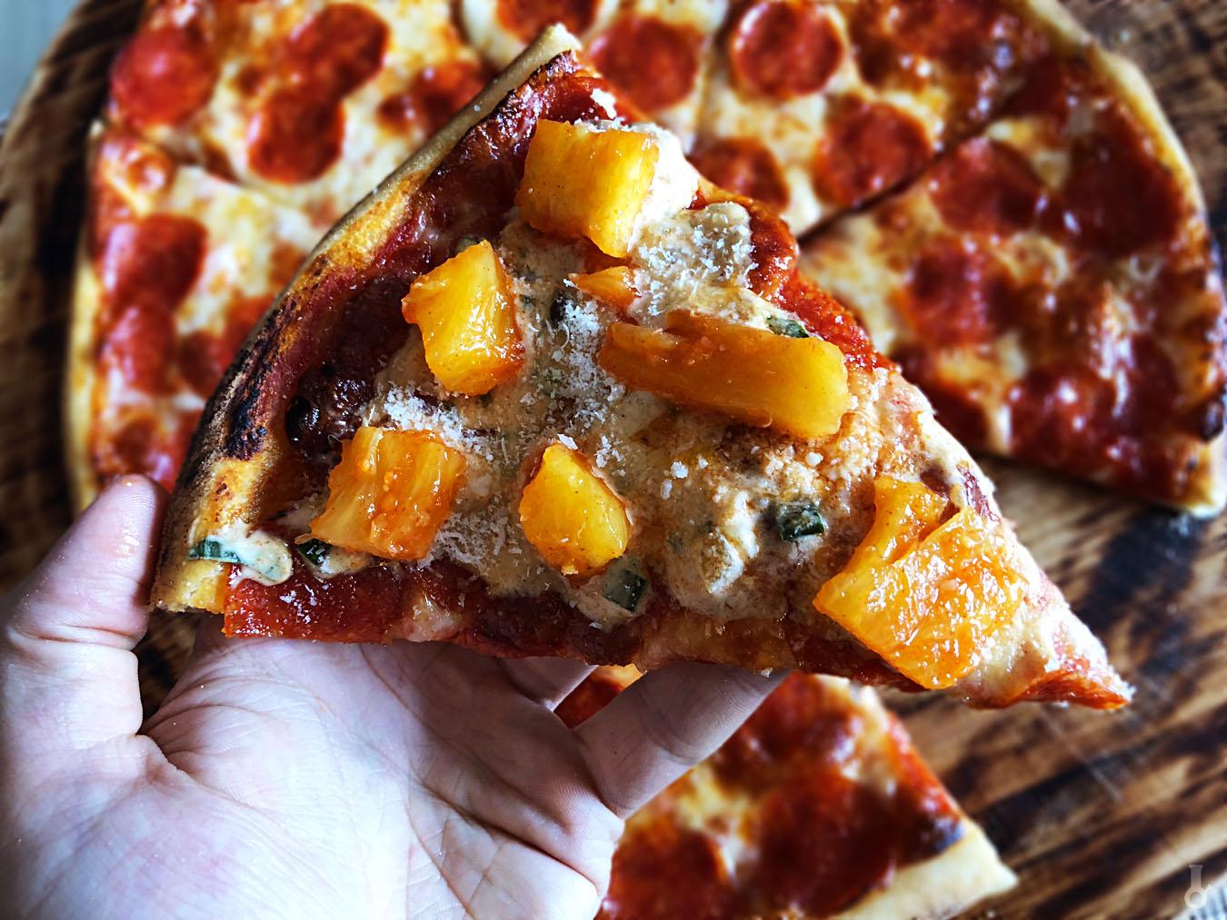 https://www.stonerchef.pl/wp-content/uploads/2018/07/pizza-z-kiszonezem-kimchi-z-ananasa-i-parmezanem.jpg