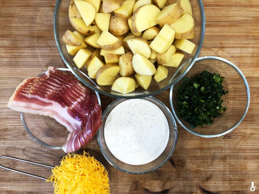 składniki na sałatkę ziemniaczaną