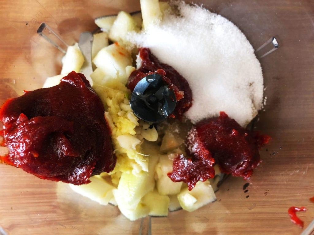 składniki na zalewę do kimchi z ananasa w malakserze
