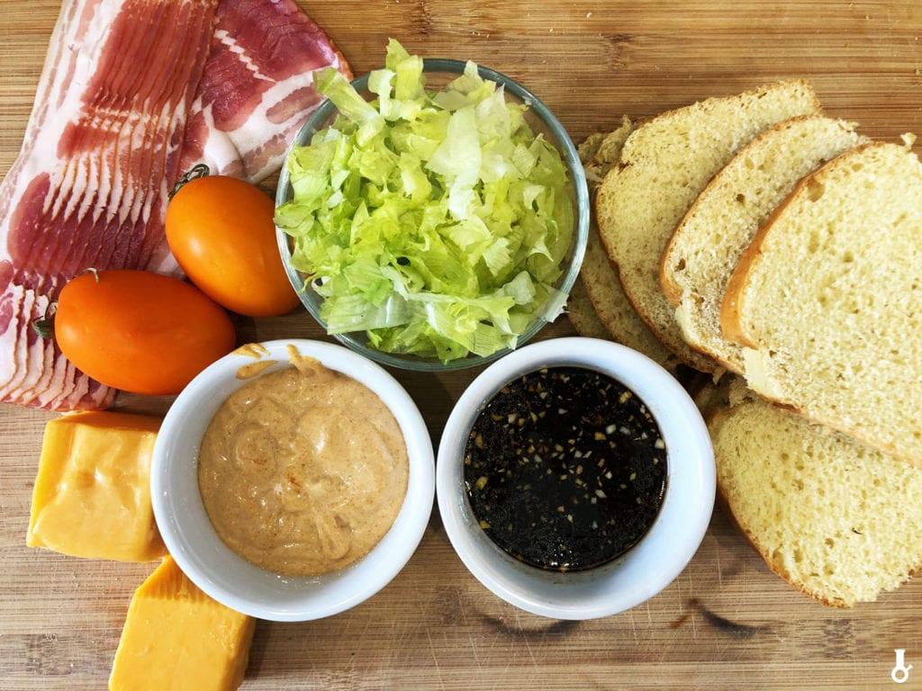 składniki na tosty blt