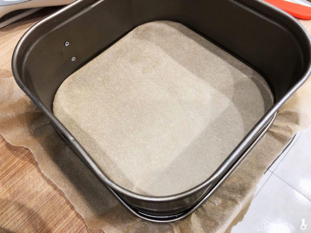 forma wyłożona papierem do pieczenia
