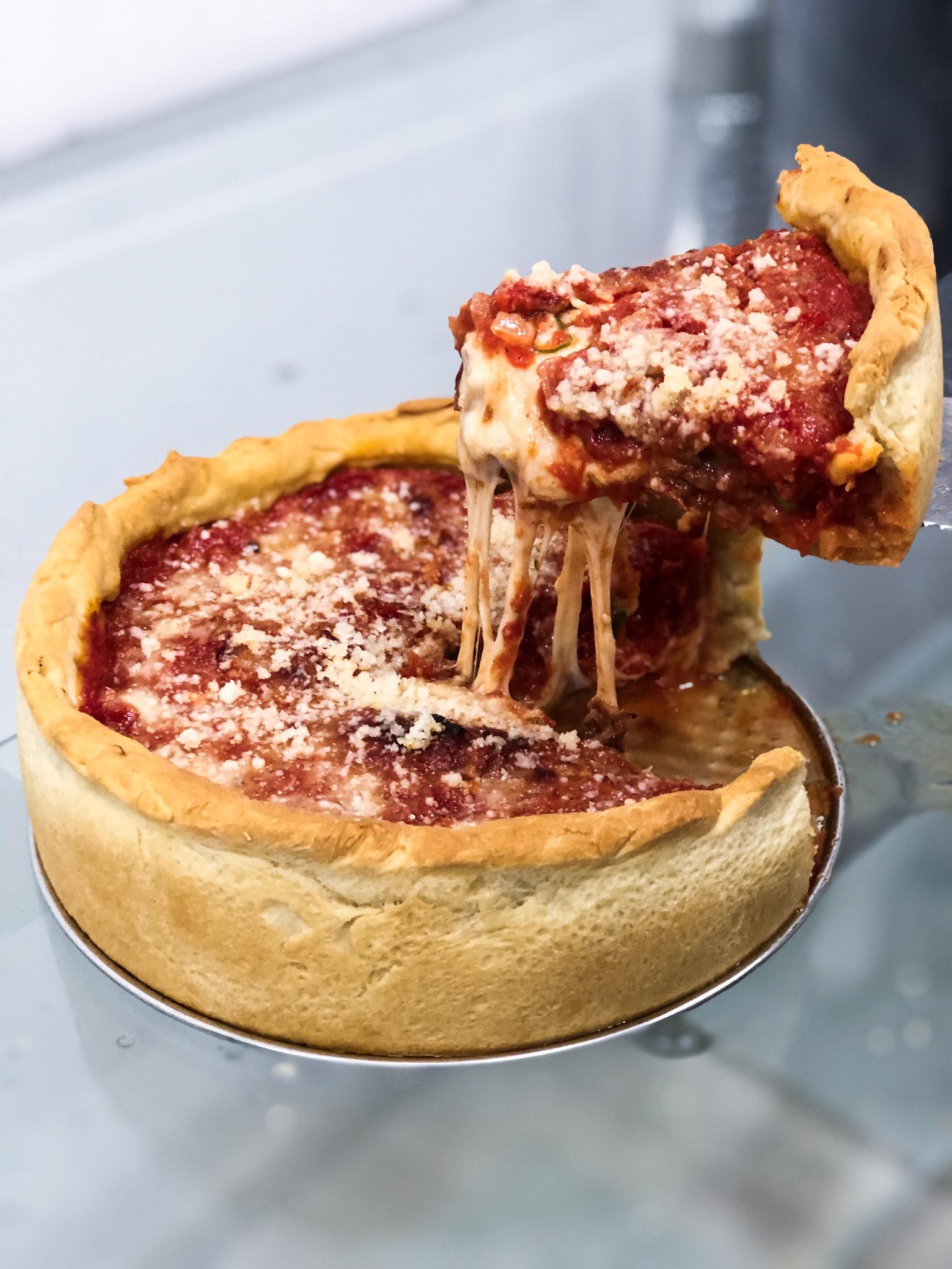 https://www.stonerchef.pl/wp-content/uploads/2019/07/gotowa-deep-dish-pizza.jpg