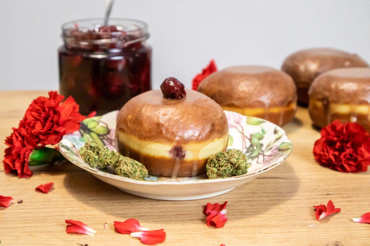 pączki z dżemem wiśniowym
